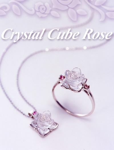 「クリスタル キューブ ローズ」水晶のバラ リング・ネックレス