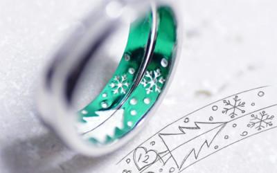 クリスマスツリーのカラーの結婚指輪