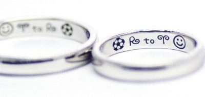 サッカーボールをふたりで描いた結婚指輪