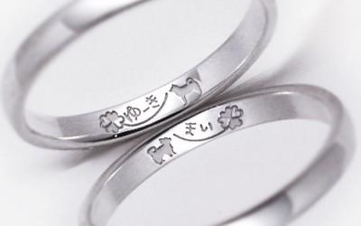 直筆の名前と愛犬を描いた結婚指輪