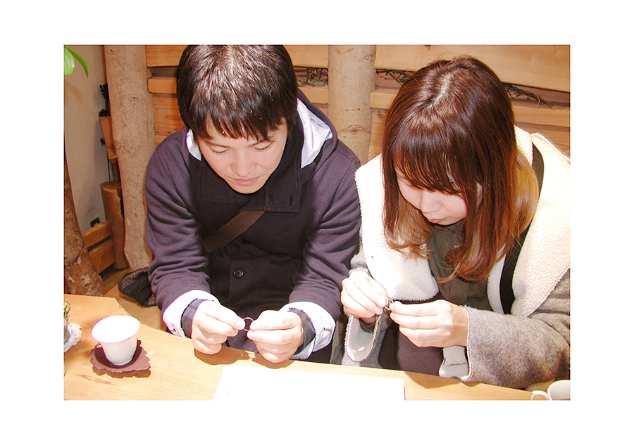 hi180419w1133-2 大阪の結婚指輪 あしあと 刻印 カラフル