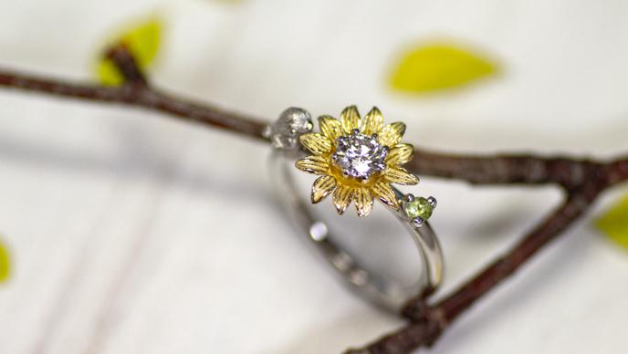 ひまわりと鳥の婚約指輪