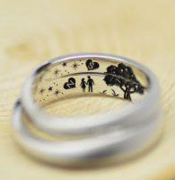 9.デートの風景を再現した結婚指輪