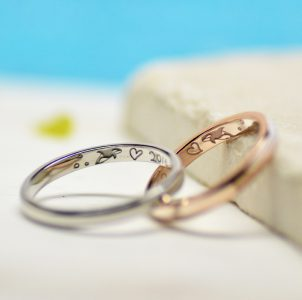 4、シャチと記念日を描いた結婚指輪