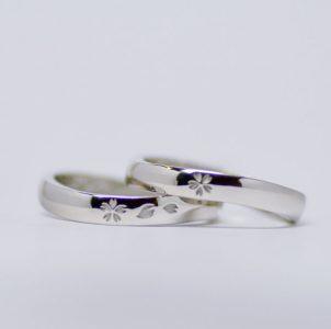 桜モチーフのS字の結婚指輪