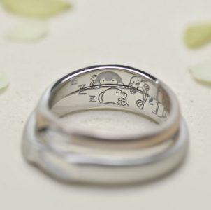 手描きのペンギンとナマズと猫を刻印した結婚指輪