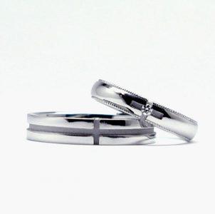 クロスをデザインした結婚指輪