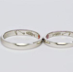 釣り好きなお二人のその風景を彫刻した結婚指輪