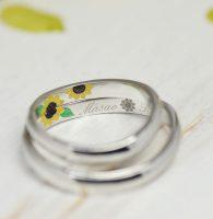 ひまわり花をカラー彫刻した結婚指輪