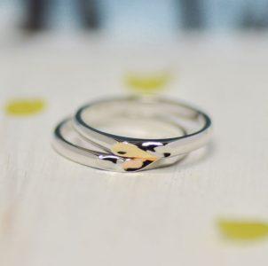 ハートをピンクゴールドとイエローゴールドでシェアした結婚指輪