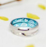 楽しかった遊園地の思い出をブルーコートした結婚指輪