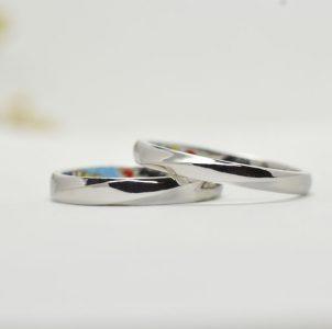 立体的なひねりをポイントにしたシンプルな結婚指輪