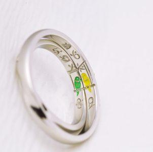大好きなセキセイインコをカラー彫刻した結婚指輪