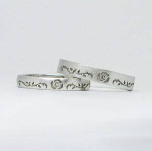 薔薇とツタを彫刻した結婚指輪