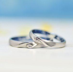 海をイメージして波をデザインした結婚指輪
