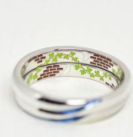 愛鳥と母校のレンガをイメージしてカラー彫刻した結婚指輪