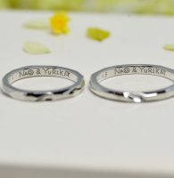 ふたりで考えたフェイスネイム、仲良く描いて刻印した結婚指輪