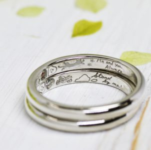 愛猫と趣味のバイクと大切にしている言葉を手描きした結婚指輪