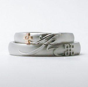 ミンサーとイニシャルをデザインした結婚指輪