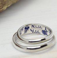 クラゲとジンベイザメをこよなく愛し手描きカラー刻印した結婚指輪
