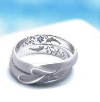 イルカと記念日と誕生花をデザインした結婚指輪