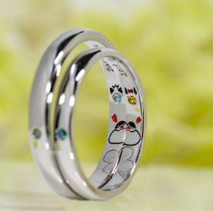 寄り添う仲の良い愛鳥をお二人に見立てて手描き刻印した結婚指輪