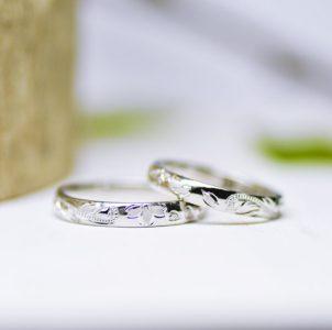 桜花を手彫した結婚指輪