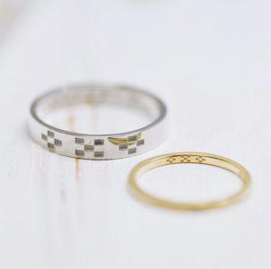 ミンサーを彫刻し沖縄の思い出を込めた結婚指輪