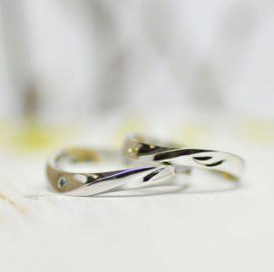 イニシャルN&KをS字ラインにデザインした結婚指輪