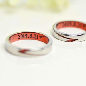 記念日と流星をレッドカラーに染めた結婚指輪