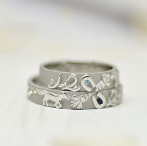 ふたりの出会いをイメージした結婚指輪