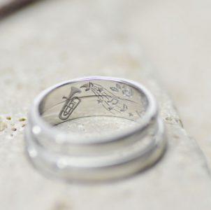 トランペットで奏でる風景を彫刻した結婚指輪
