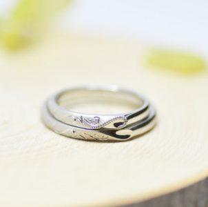 ワンハートにツタのイニシャルの結婚指輪