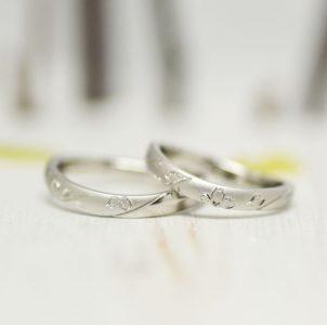 桜をタガネ彫した結婚指輪