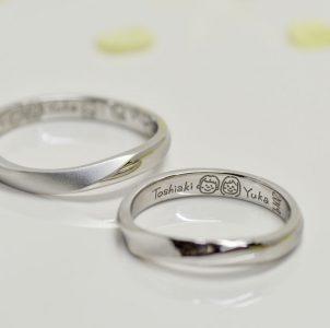 似顔絵と名前を手手描きして刻印した結婚指輪