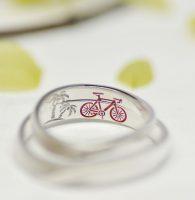 大好きなロードバイクとその風景をカラー彫刻した結婚指輪