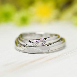 イニシャルハートはダイヤとつや消しでシェアした結婚指輪