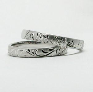 薔薇の花と蔦をタガネ彫した結婚指輪