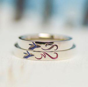クジラとイニシャルとハートの結婚指輪