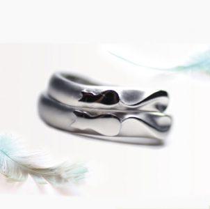 猫のしっぽがハートになる結婚指輪