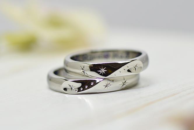 結婚指輪を合わせると無限大マークが浮かび上がるデザイン
