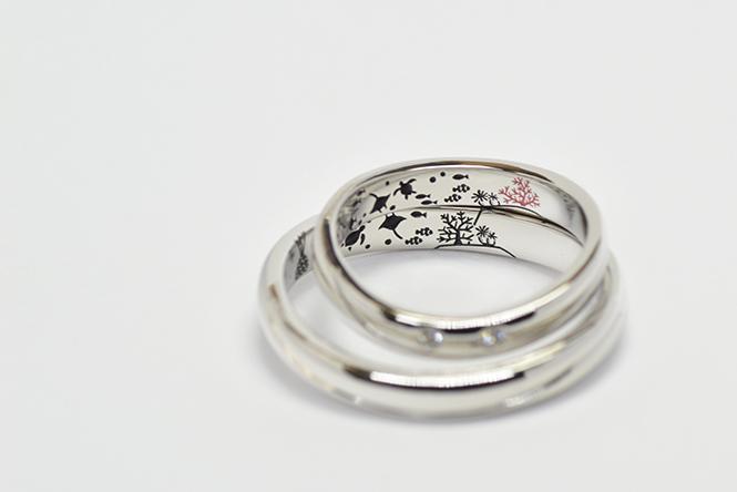 結婚指輪の内側に、新婦様ご要望の「海の世界」を刻印